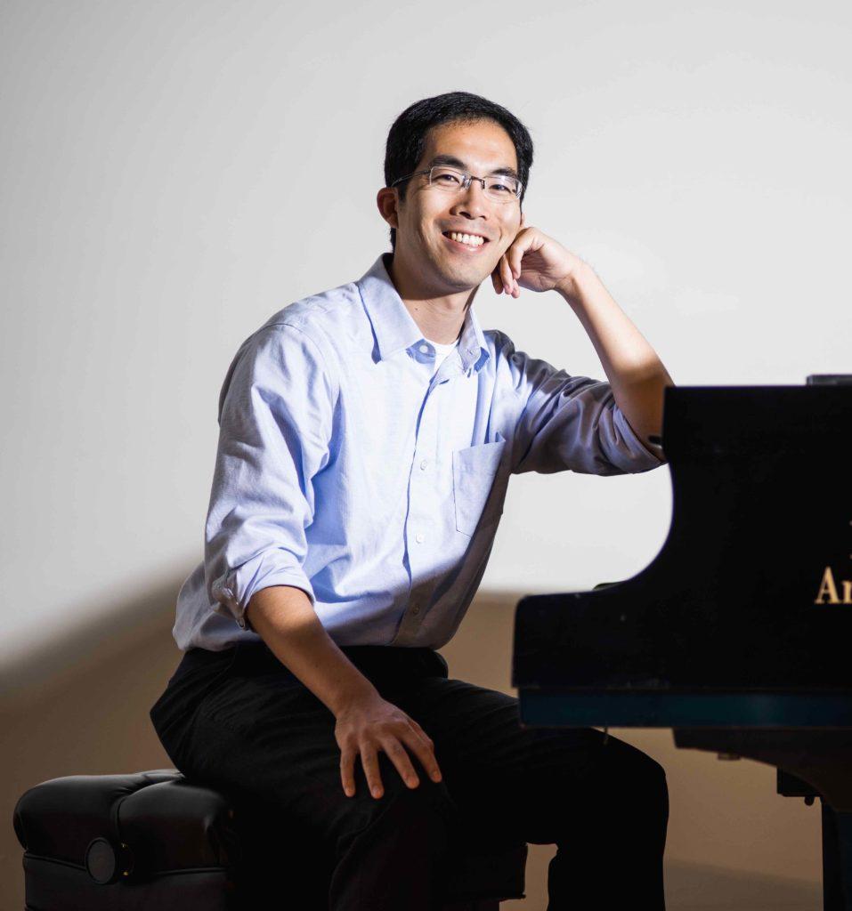 Portrait of Takuma Itoh at piano